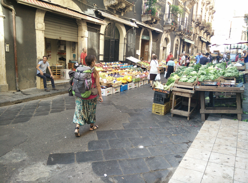 Mercado en las calles de Catania (Sicilia)